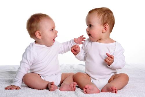 aque edad empiezan a hablar los bebes