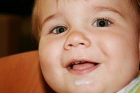 Como quitar el reflujo gastrico en bebes